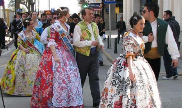 img_como_es_el_traje_regional_de_la_comunidad_valenciana_6511_orig